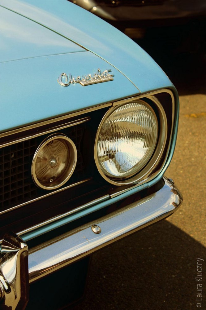 Oldtimer: Hellblauer Chevrolet