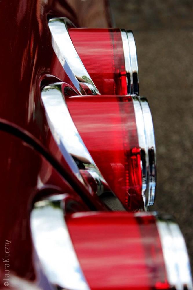 Rote Rückleuchten eines Oldtimers