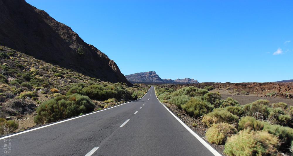 Eindruck von den unendlichen Straßen am Pico del Teide