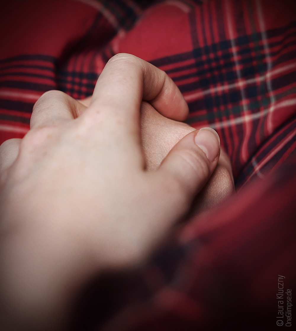 Bild zum Thema Hände, Titel: Vertraute Zweisamkeit