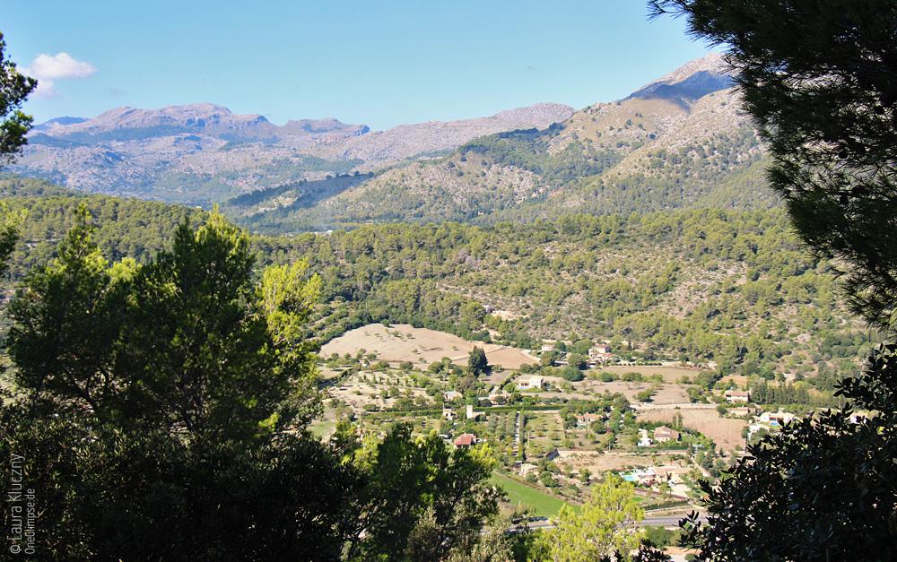 Auf dem Weg zur Puig de Maria konnte man schon den herrlichen Ausblick auf Pollenca genießen
