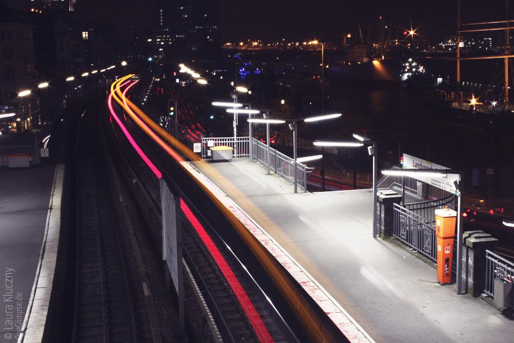 Hamburg bei Nacht: U-Bahn Landungsbrücken