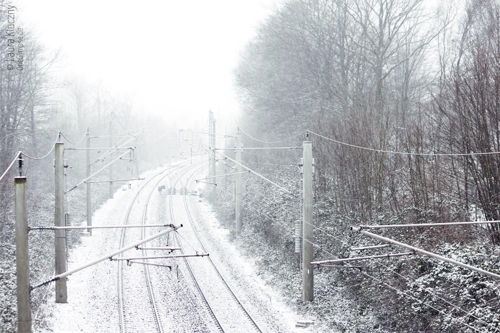 Winterwonderland in Hamburg – Selbst Bahnschienen werden verträumt romantisch bei Schnee