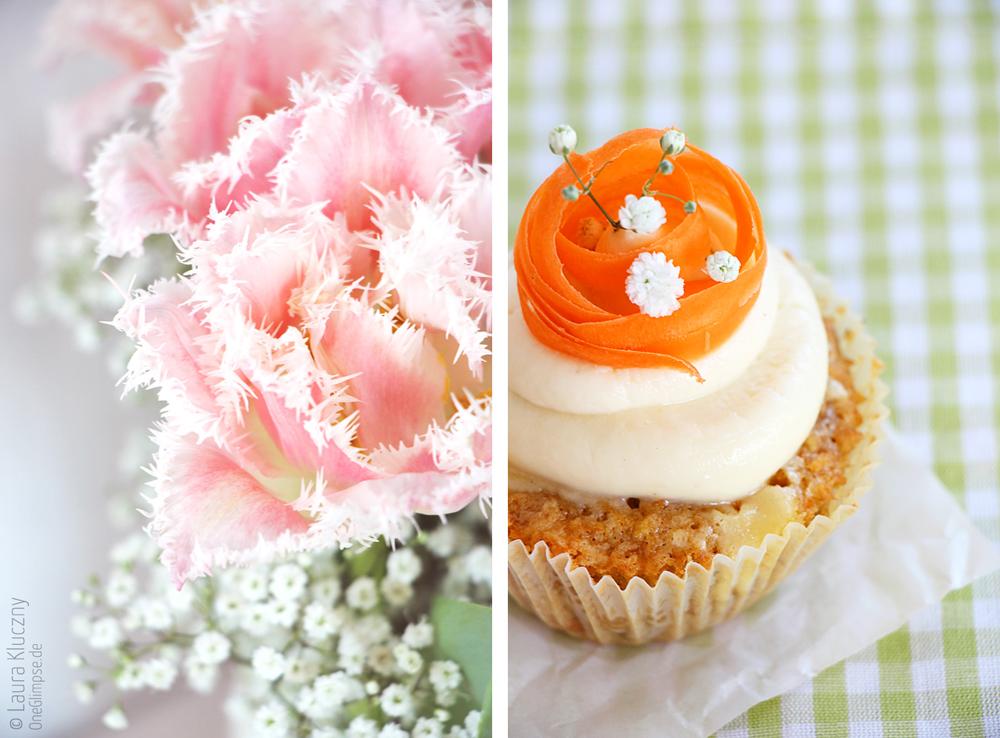 Möhren-Cheesecake-Cupcakes mit weißer Schokolade – als Deko rosa Tulpen und Schleierkraut
