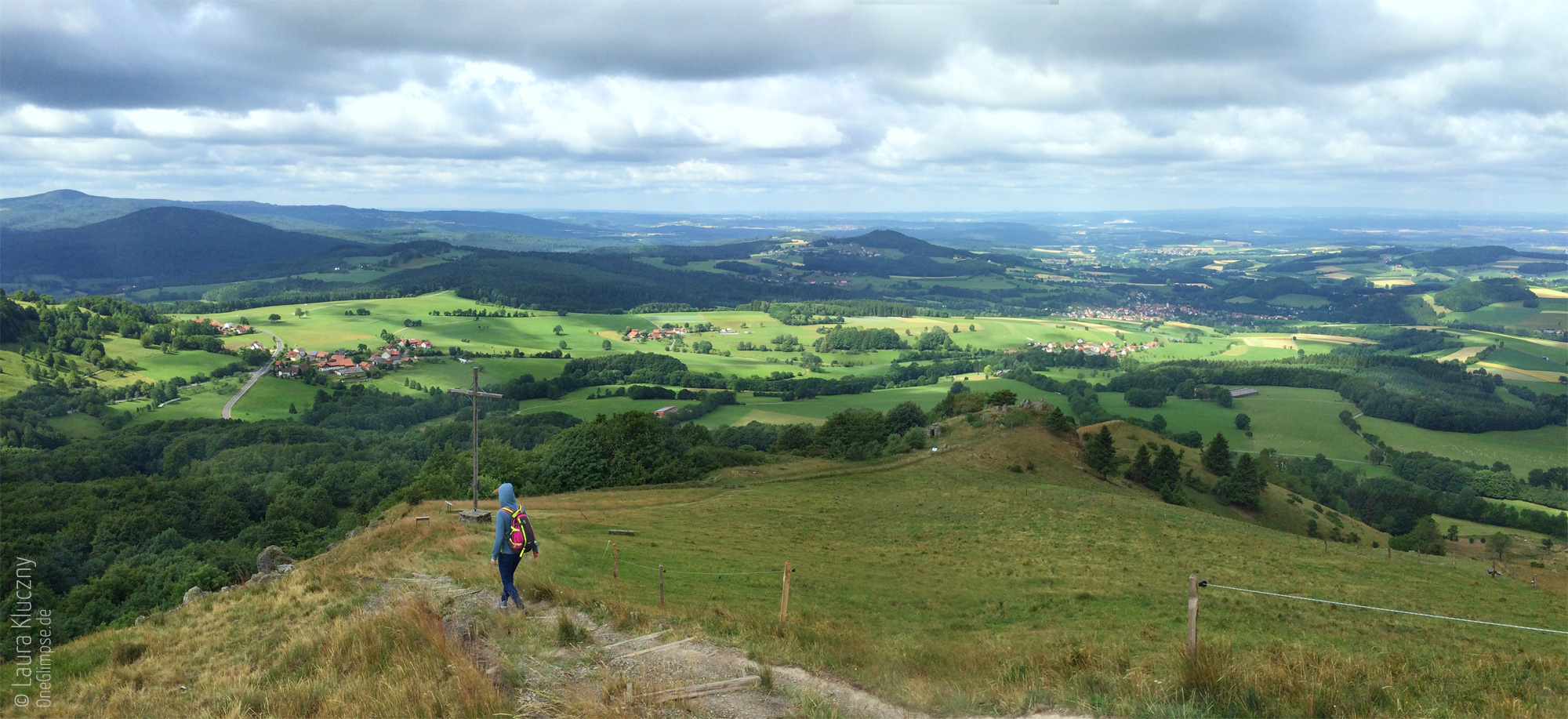Abstieg Pferdskopf mit Blick über die Rhön