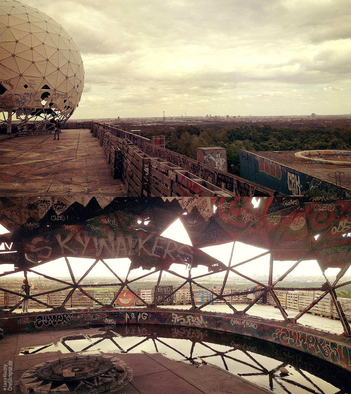 Berlin: Teufelsberg im Grunewald gelegen mit den berühmten Radomen