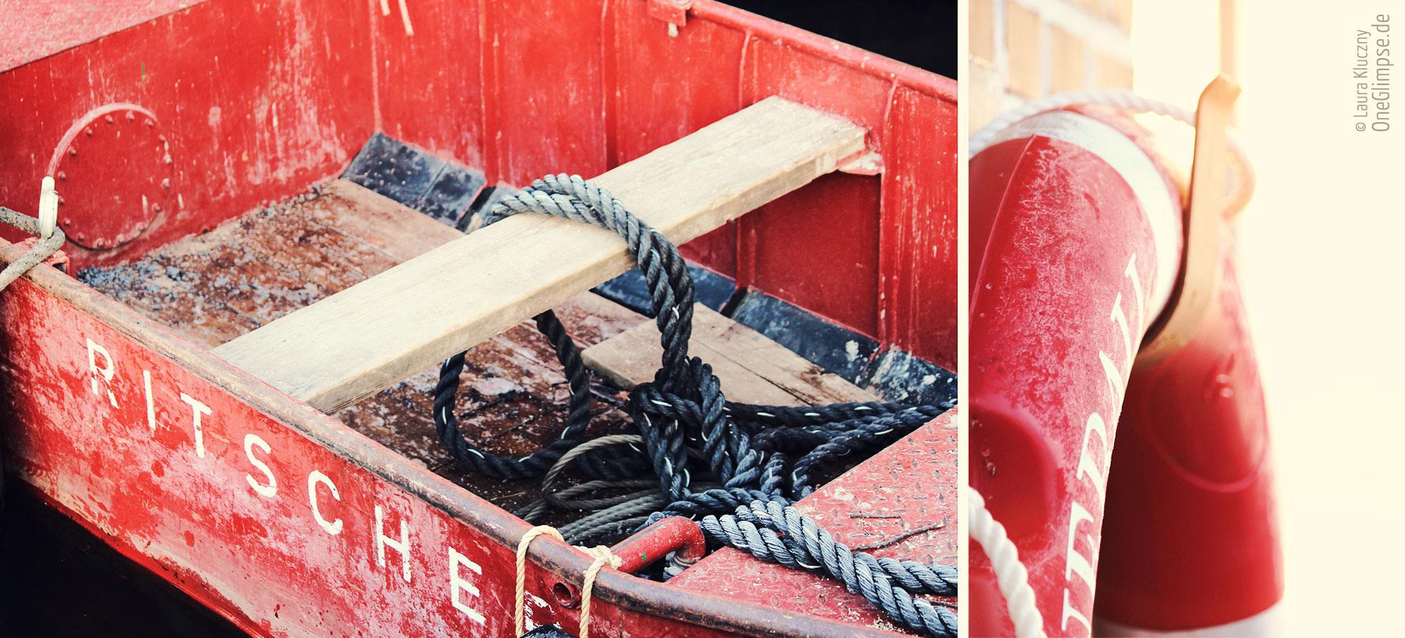 Alster in Hamburg: Schiff und Rettungsring bei Frost