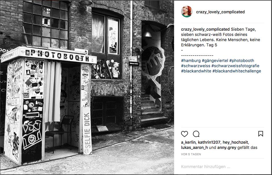 Sieben tage, sieben schwarzweiß Fotos. Keine Menschen, keine Erklärungen. Tag 5/Gängeviertel Photobooth Hamburg