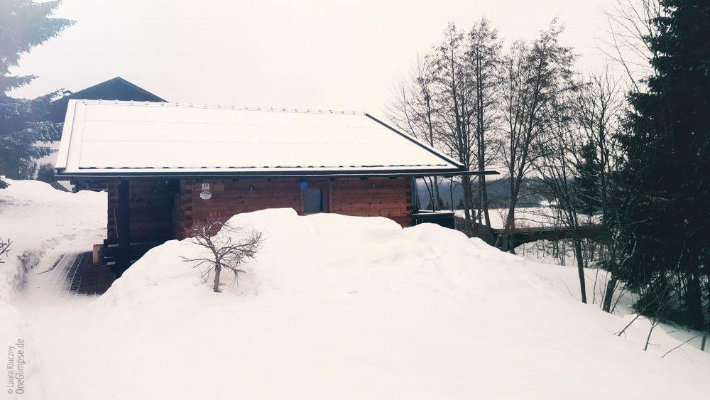 Hüttenzauber! Unsere süße Holzhütte im Schnee