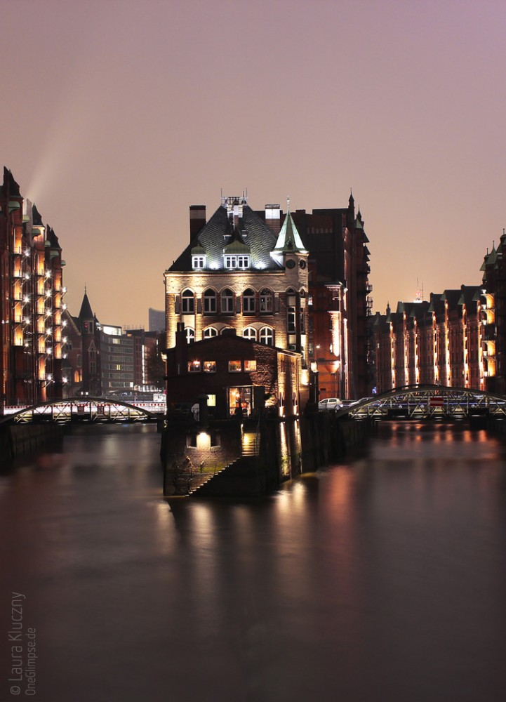 Hamburg bei Nacht: Fleetschlösschen, Speicherstadt